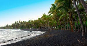 plaje cu nisip negru