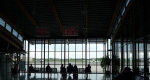asteapta avionul
